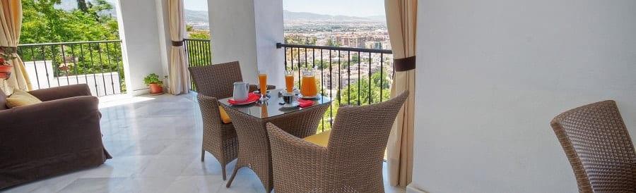 terraza-desayuno-granada