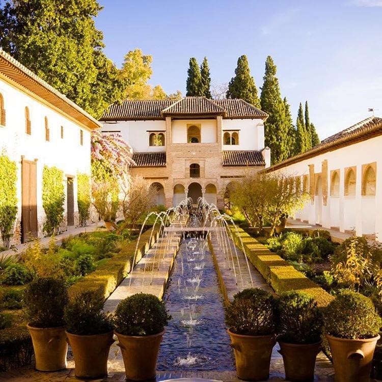 Gu a esencial para visitar la alhambra de granada fortwo - Residencia los jardines granada ...